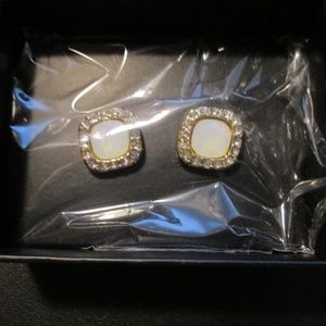 ❤Avon opal angelic stud earrings gold plated